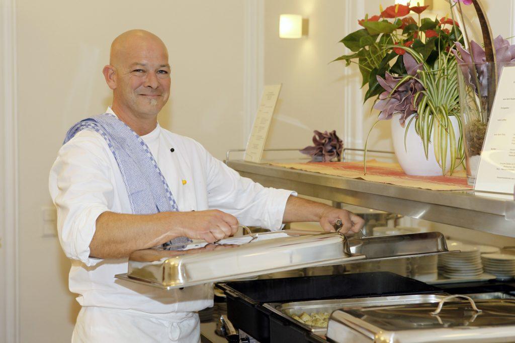 Ein Genießer-Buffet, kreiert und kredenzt vom einfallsreichen Küchen-Team der Capio Klinik. ©️Rhein-Ruhr-Magazin