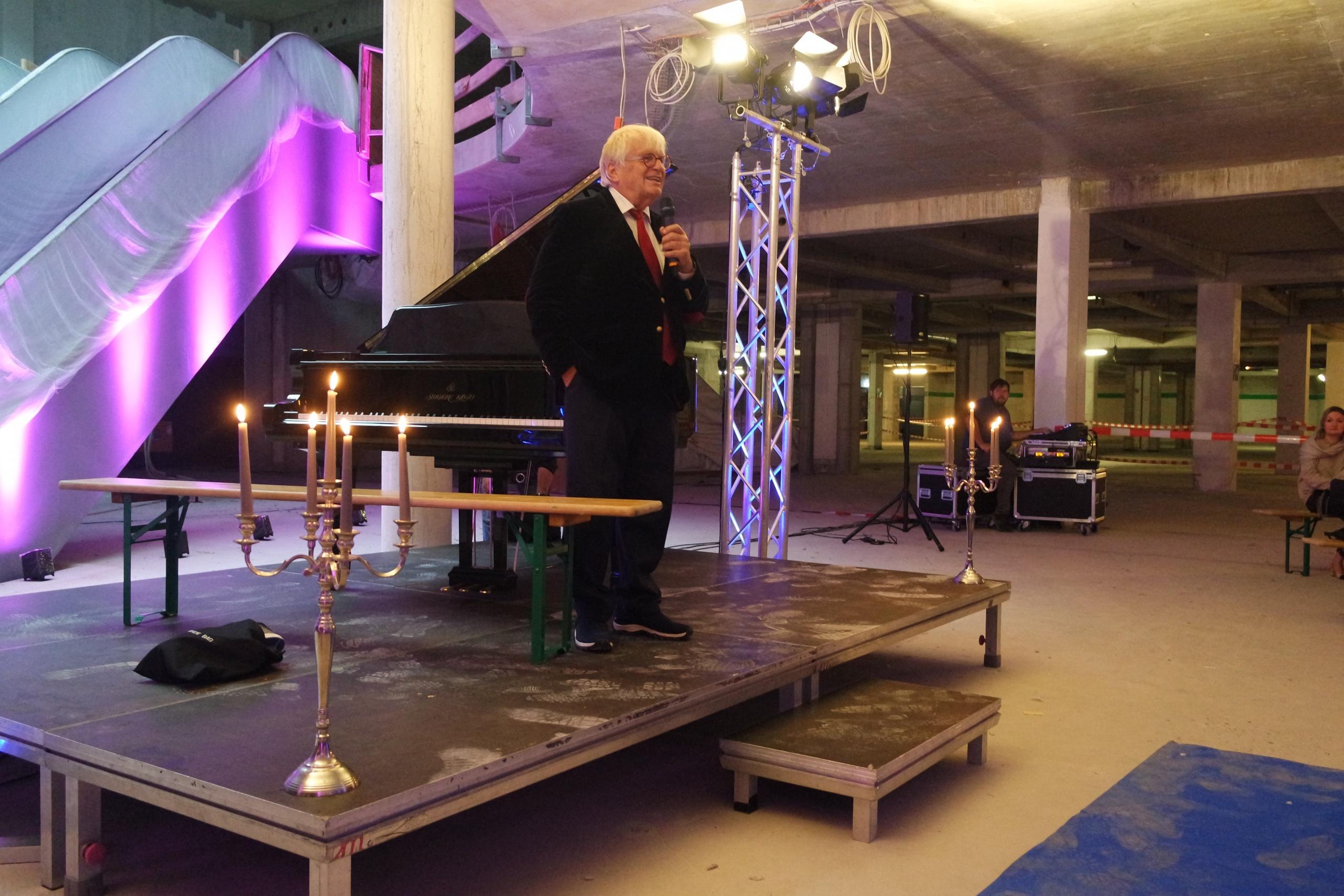 Bierbank statt Kammerorchester – Justus Frantz bespielt das Hansa Center Bottrop