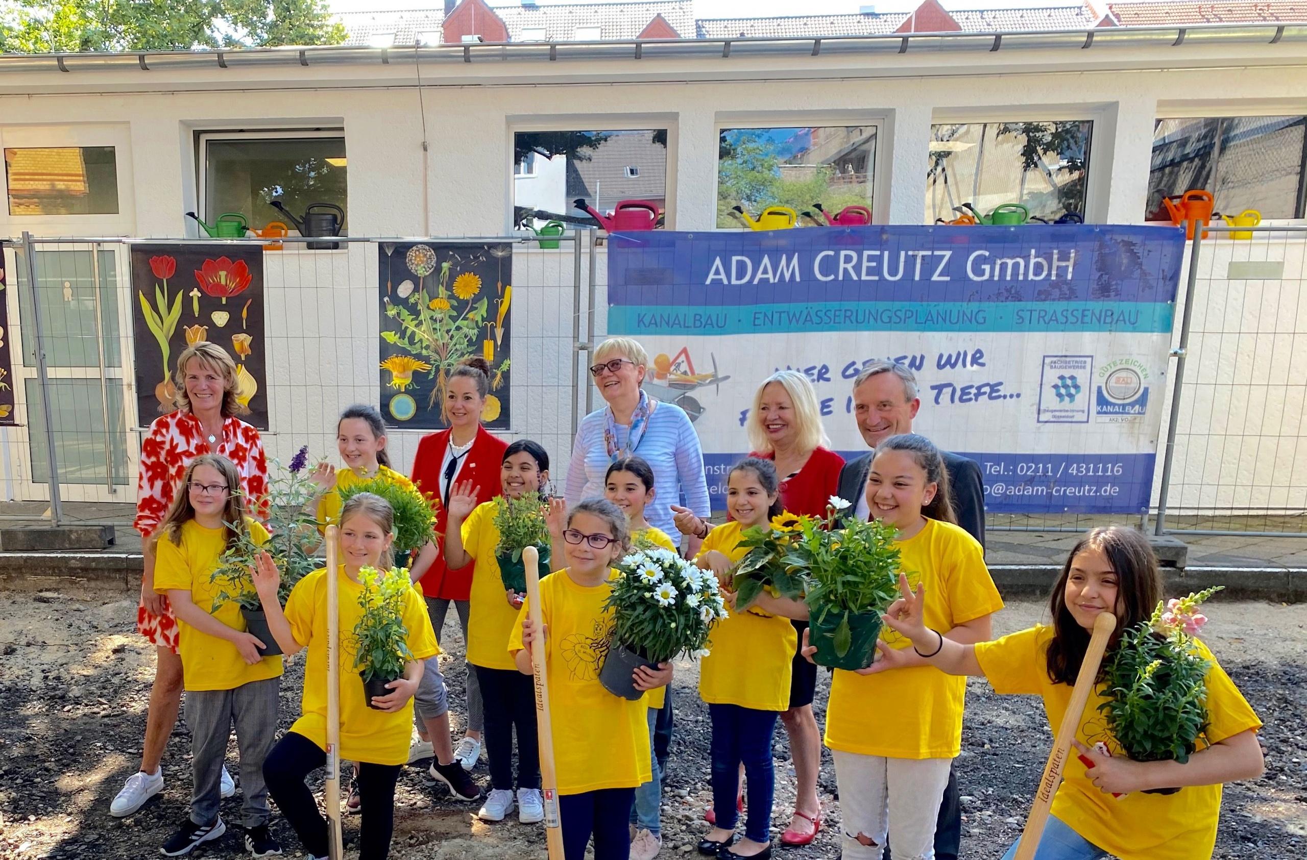 Schulhöfe werden zu blühenden Wiesen